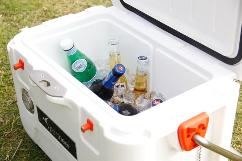 A thermobox filled with cold drinks and ice cubes